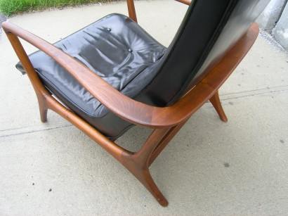 Leather And Walnut Lounge Chair In The Style Of Vladimir Kagan