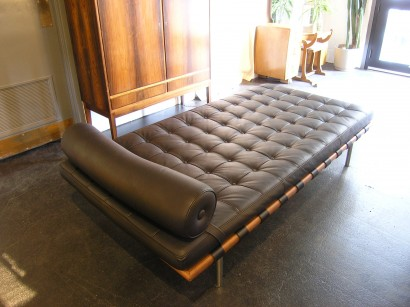 barcelona daybed by mies van der rohe